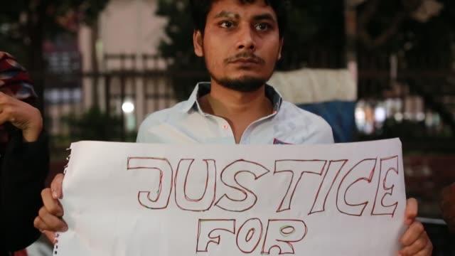 vídeos y material grabado en eventos de stock de bangladeshi activist made a protest against rape in dhaka bangladesh on march 30 2018 the rape and murder of 16yearold beauty akter has left us at a... - bangladesh