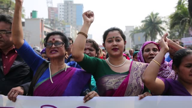 bangladeshi activists and garment workers attend a rally outside national press club during international women's day in dhaka bangladesh several... - internationaler frauentag stock-videos und b-roll-filmmaterial