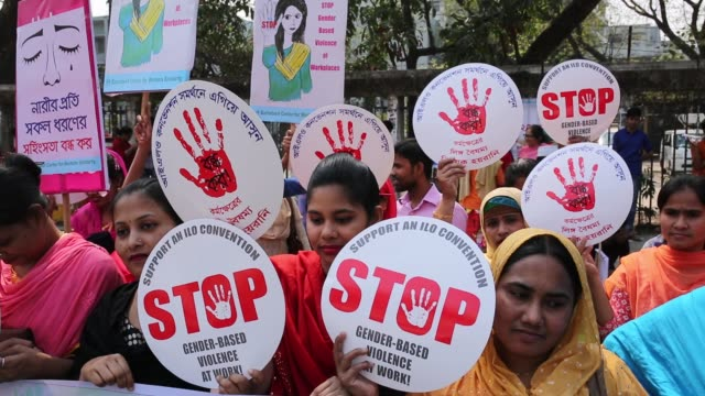 bangladeshi activists and garment workers attend a rally outside national press club during international women's day in dhaka, bangladesh. several... - internationaler frauentag stock-videos und b-roll-filmmaterial