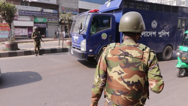bangladeshi army soldiers patrol in a dhaka street ahead of national pulls election in dhaka bangladesh 27 december 2018 according to reports army... - blocco stradale video stock e b–roll