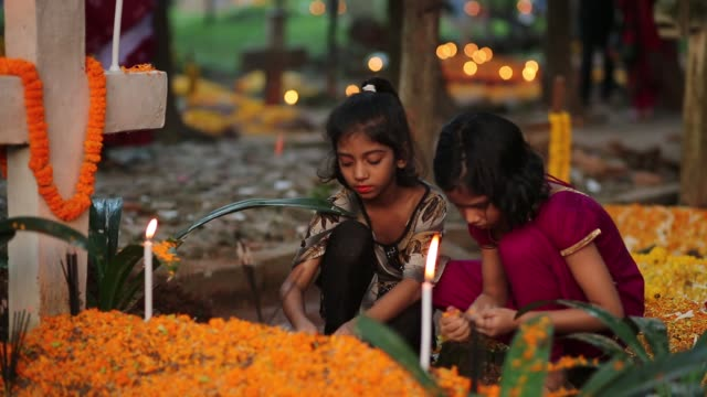 vídeos y material grabado en eventos de stock de bangladeshi christian devotees observe all souls' day known as the feast of all souls commemoration of all the faithful departed in dhaka bangladesh... - cristianismo