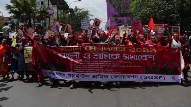 bangladeshi garment workers and other labor organization members take part in a rally to mark may day international workers' day in dhaka bangladesh... - gewerkschaft stock-videos und b-roll-filmmaterial