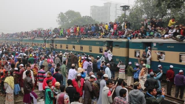 Bangladeshi Muslim devotees climb on a train to take part in Akheri Munajat the final prayers at the World Muslim Congregation Biswa Ijtema at Tongi...