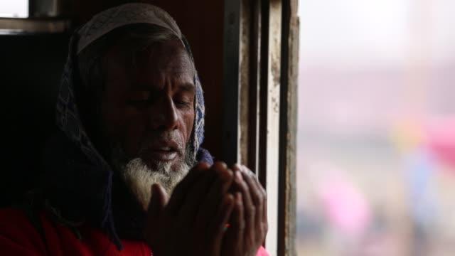 bangladeshi muslim devotees take part in akheri munajat, the final prayers at the world muslim congregation biswa ijtema, at tongi, north of dhaka,... - islam stock videos & royalty-free footage