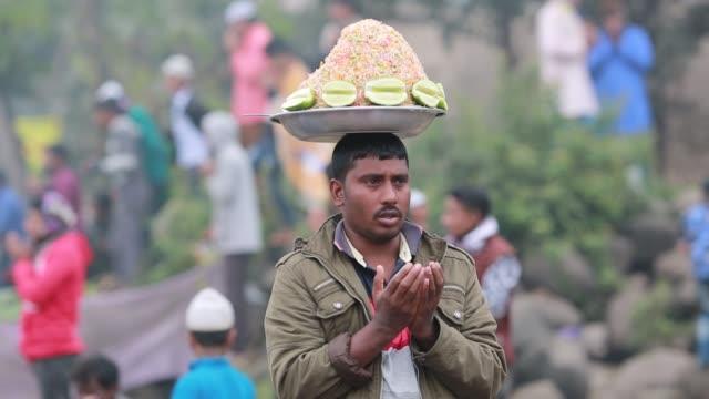 Bangladeshi Muslim street food seller take part in Akheri Munajat the final prayers at the World Muslim Congregation Biswa Ijtema at Tongi north of...