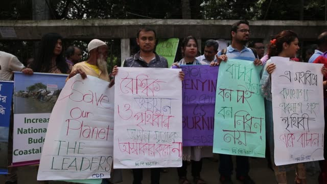 bangladeshi people gather to made protest against climate change in dhaka, bangladesh on september 20, 2019. in recent report scientist says, by the... - scienziata video stock e b–roll