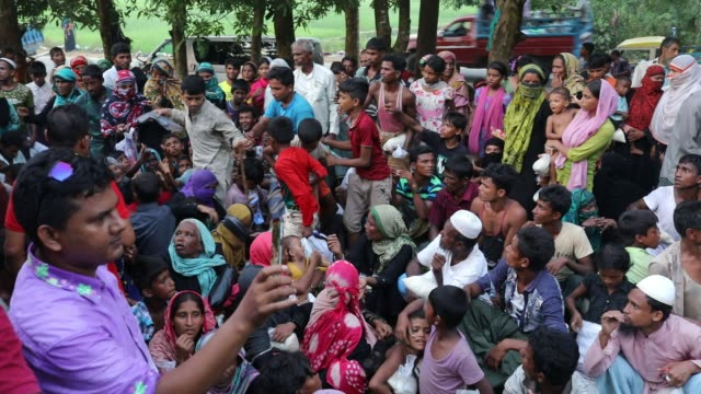 bangladeshi people give clothes to newly arriver rohingya people in ukhiya according to unhcr more than 7000 rohingya refugees have fled from myanmar... - cox basar stock-videos und b-roll-filmmaterial