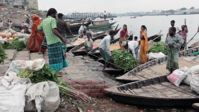 bangladeshi people uploading boats with vegetables at the vegetable market on buriganga river bank, not far from the sadarghat boat terminal, dhaka, bangladesh, indian sub-continent, asia - dhaka stock videos & royalty-free footage