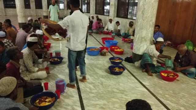Bangladeshi volunteers prepare Iftar foods for residents to break their fast at a shrine in Dhaka Bangladesh May 30 2019 Muslims throughout the world...