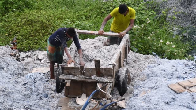 bangladeshi workers unload tannery waste at tannery industrial area on the banks of the daleshwari river in savar bangladesh more than 100 leather... - bangladesch stock-videos und b-roll-filmmaterial