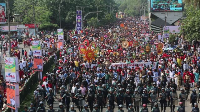 bangladeshis attend a rally in celebration of the bengali new year or pohela boishakh in dhaka, bangladesh on april 14, 2017 / the day is celebrated... - お祭り好き点の映像素材/bロール