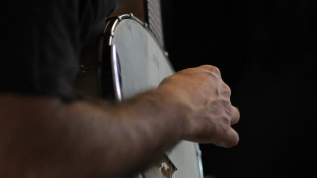 c/u banjo player - banjo stock-videos und b-roll-filmmaterial