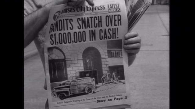 vídeos y material grabado en eventos de stock de 1952 bank bandits make the front page of the newspaper - 1952