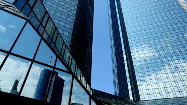 stockvideo's en b-roll-footage met bank in frankfurt, pannen - pannen