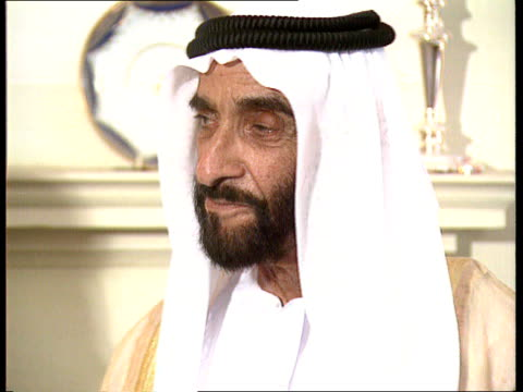 CMS Sheikh Zayed Bin Sultan AnNahayan at photocall EXT/ Bank of England GV Bank TILT DOWN BCCI staff meeting in group TMS Staff chatting
