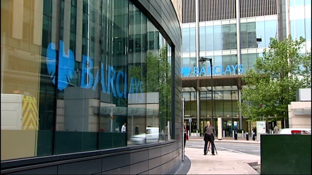 bank of england deputy governor denies influencing libor rate; date unknown london: ext barclays signs on buildings barclays sign pull focus - 説得点の映像素材/bロール