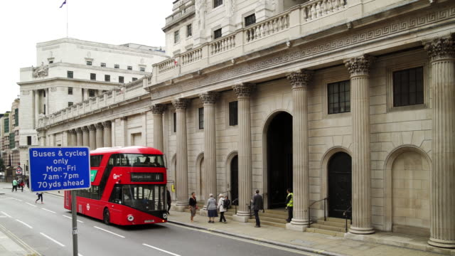 bank of england in london threadneedle street - neo classical stock videos & royalty-free footage