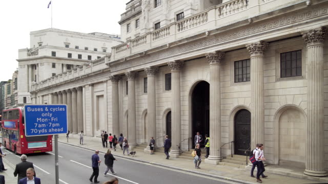 bank of england in london threadneedle street - double decker bus stock videos & royalty-free footage