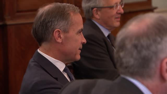 bank of england monetary policy committee meeting general views england london city of london int mark carney and other members of the bank of... - 中央銀行点の映像素材/bロール