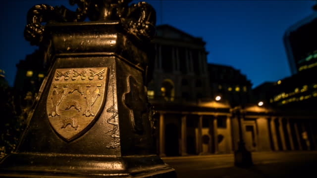 Bank of England timelapse from night to day