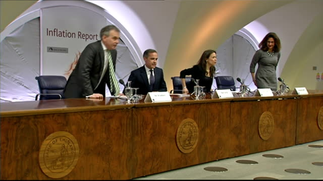 Bank of England warns inflation could fall below zero by spring ENGLAND London Bank of England INT Mark Carney into Bank of England Inflation Report...