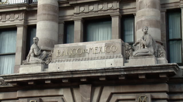 vidéos et rushes de ms bank of mexico facade detail / mexico city, mexico - panneau d'entrée