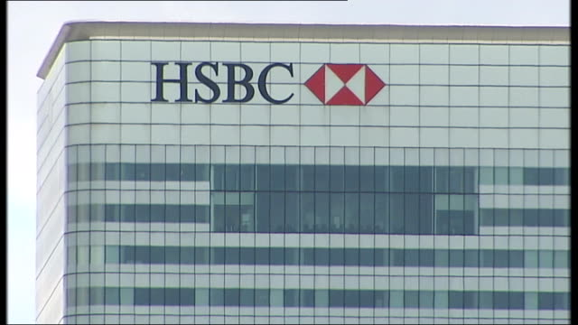 bank lending criticised ENGLAND London EXT Name 'HSBC' on bank HQ building GV HSBC bank GV Canary Wharf skyline with Canary Wharf tower HSBC Citi...