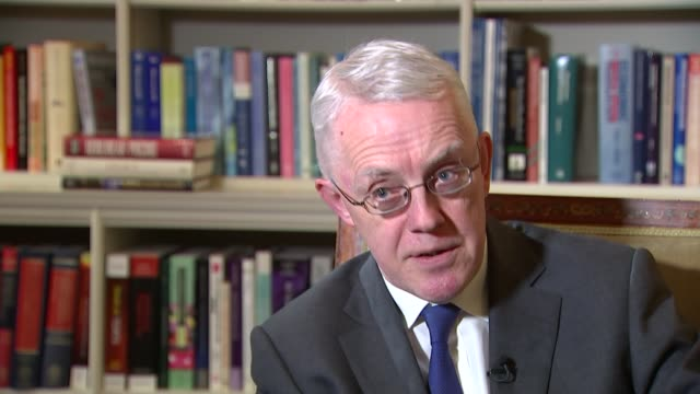 bank stress tests come under scrutiny int sir john vickers sitting with reporter sir john vickers interview sot the market is flagging up some... - バンク オブ イングランド点の映像素材/bロール