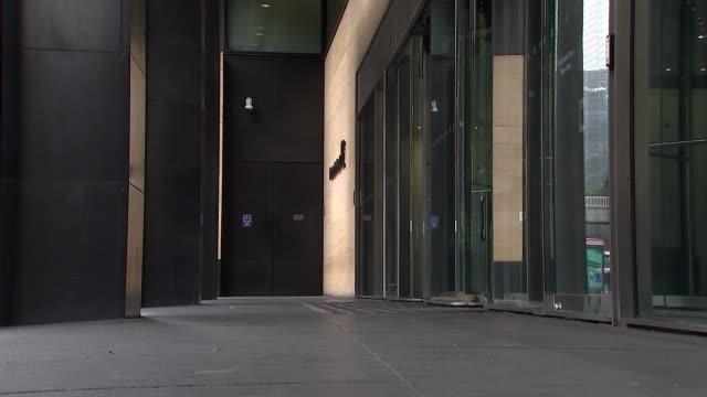 deutsche bank office in london england london ext people along outside deutsche bank office building / people arriving at deutsche bank building /... - deutsche bank stock videos & royalty-free footage