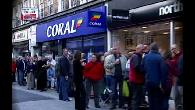 Gordon Brown refuses to back Governor of Bank of England proposal to split banks 2008 EXT Customers queuing outside Northern Rock bank General view...