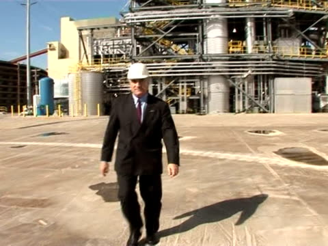 vídeos y material grabado en eventos de stock de banking that coal power plants will come under legal and financial pressure to reduce emissions as part of efforts to reduce global warming, french... - traje corbata