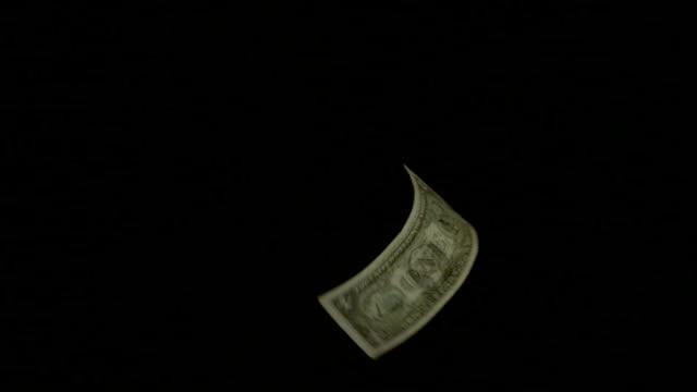 vidéos et rushes de billet de banque flying slow motion cinq clips en une seule image. - objet en papier