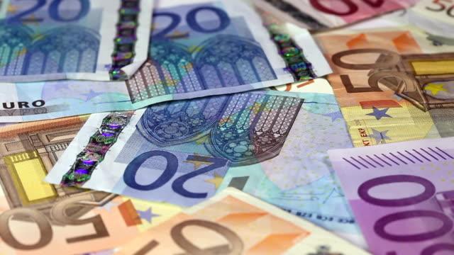 vídeos de stock, filmes e b-roll de notas da ue - nota de cinquenta euros