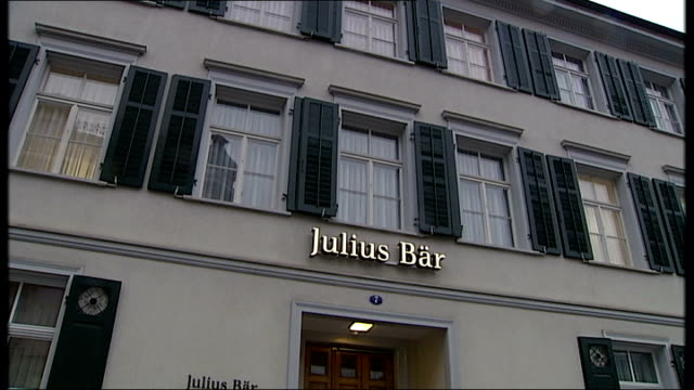 banks and street scenes general views of julius bar and sign/ ornate baroque mouldings on unidentieid building/ general views of 'sydbank private... - banking sign stock videos & royalty-free footage