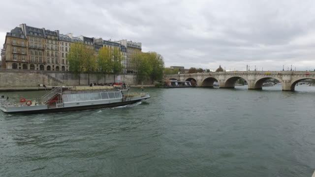 banks of the seine - ポンヌフ点の映像素材/bロール