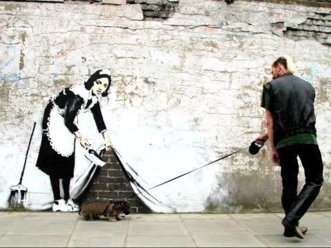 banksy - バンクシー点の映像素材/bロール