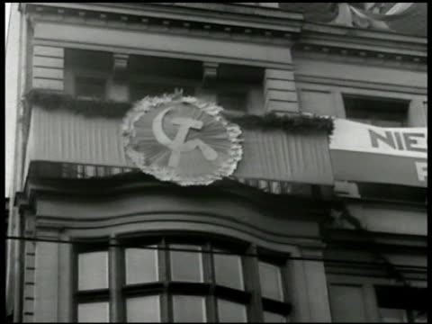 banner of polish coat of arms white eagle on building. hammer & sickle icon on building. vs polish soldiers marching w/ shovels. vs german prisoners... - insignier bildbanksvideor och videomaterial från bakom kulisserna