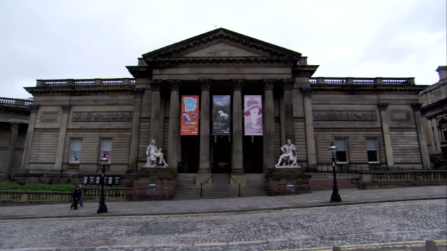 vidéos et rushes de banners hang at the entrance of a museum in liverpool. available in hd. - fronton