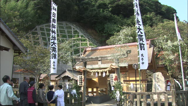 banners indicate the hinomisaki-jinja shrine gate at the gatchi festival in japan. - shimane prefecture stock videos & royalty-free footage