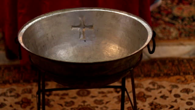 battesimo - acqua santa video stock e b–roll