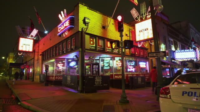 bar neon at night - memphis tennessee stock-videos und b-roll-filmmaterial