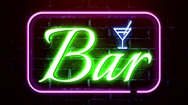 vídeos de stock, filmes e b-roll de bar placa de neon - barman