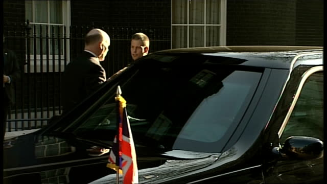 barack and michelle obama arriving at downing street / obamas and browns photocall on number 10 steps england london downing street ext black... - limousine stock-videos und b-roll-filmmaterial