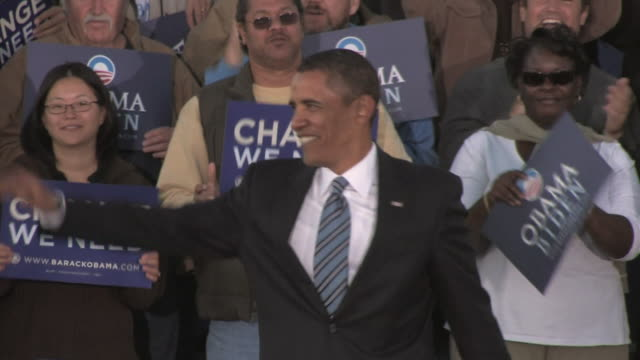 Barack Obama Democratic candidate for US President waving and leaving stage during rally in Ida Lee Park on October 22 2008 / Leesburg Virginia USA