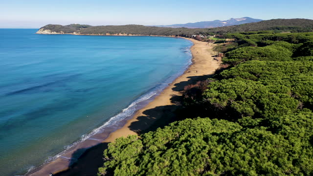 baratti gulf beach in tuscany, italy - bay of water stock-videos und b-roll-filmmaterial
