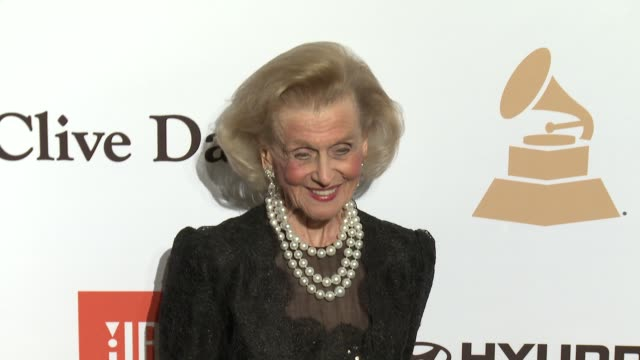 stockvideo's en b-roll-footage met barbara davis at the 2016 pregrammy gala and salute to industry icons honoring irving azoff at the beverly hilton hotel on february 14 2016 in... - irving azoff