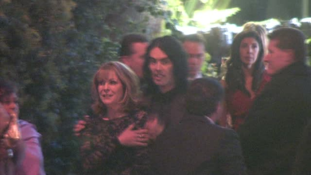 vídeos de stock, filmes e b-roll de barbara elizabeth and russell brand at the 2011 vanity fair oscar party at sunset tower in west hollywood at the celebrity sightings in los angeles... - festa do oscar