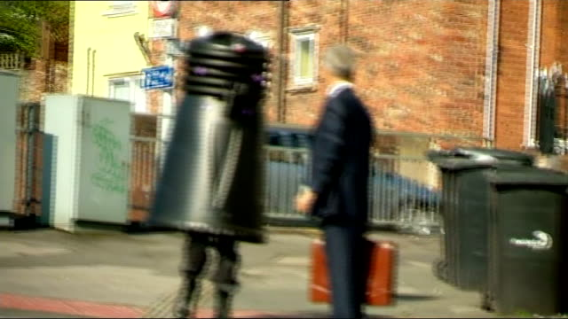 stockvideo's en b-roll-footage met barbara knox court arrival and departure; england: cheshire: macclesfield magistrates court: ext man dressed as dalek outside court / solicitor nick... - soapserie