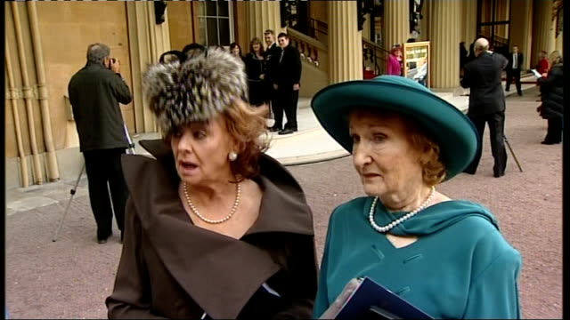 vídeos y material grabado en eventos de stock de barbara knox interview with eileen derbyshire beside sot - so many people do wonderful things and get nothing and you think, my goodness aren't we... - telenovela