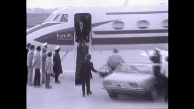 barbara marx marx gets into a 'detomaso deauville car' , waiting at the airport, followed by frank sinatra who gets out of a 'harrah's' jet and walks... - frank sinatra stock videos & royalty-free footage